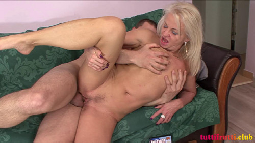 Mature Anita met a young guy MILF Sex