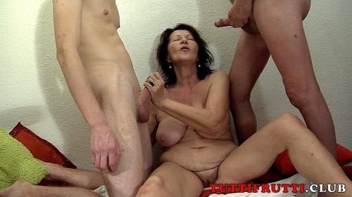 Slut granny Margareth home porn