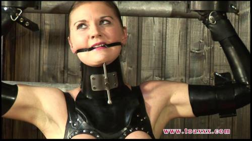 Toaxxx - pt tx105 Rubber Slave Julia Power Part 2-1