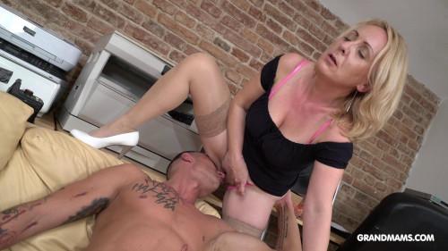 Horny Linda MILF Sex