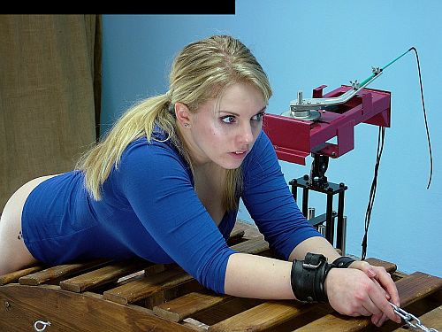 [BDSM] [Pain4Fem - Spanking Machine 4]