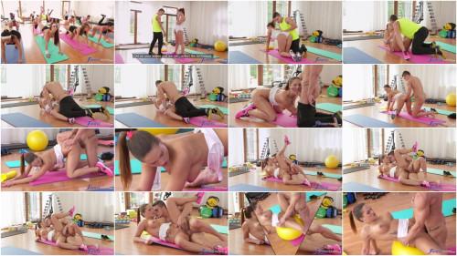 Barbara Bieber – Sweaty Workout After Class (2016)
