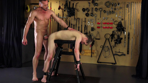 Marcus Ryan tortures Young Thief 1080p