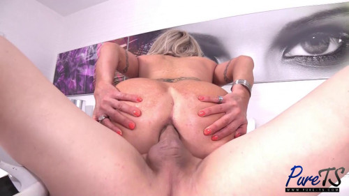 Mature Escort Takes Care Of Her Client SheMale