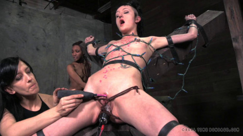 Jingle Sluts Pt. 3 Cadence Cross Nikki Darling (2014)
