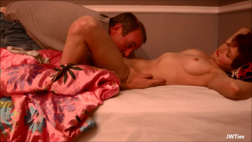 Daddy Snuck In My Room (Naomi Clark) Amateur Porn