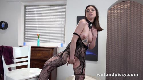 Kira Axe - Tempting Teen Pissing