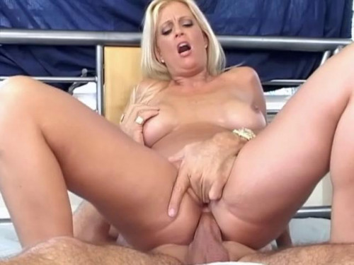 Sick penetration Fisting and Dildo