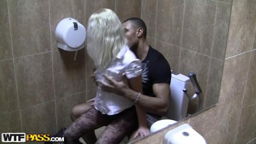Public restroom sex with pretty babe Amateurish
