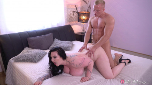 Harmony Reigns - Big Busty British Mom Has Toyboy
