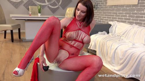 Victoria Daniels – Ready To Piss