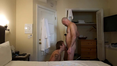 HungPig Breeds The Guy Working In The Hotel