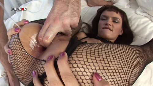 Nikki - Russian Babe Loves Anal Fisting
