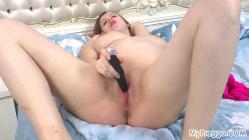 Pregnant Lina Fucks Herself with a vibrator! Pregnant