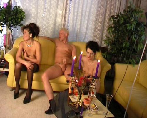Threesome sex date