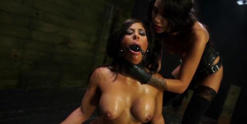 Obedient sex slave Alexa Pierce Worships Mistress Esmi Lee