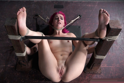 Slut Gets Stage Soaking Wet With Squirting BDSM