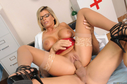 Sexy Busty Milf Took Advantage Of The Position
