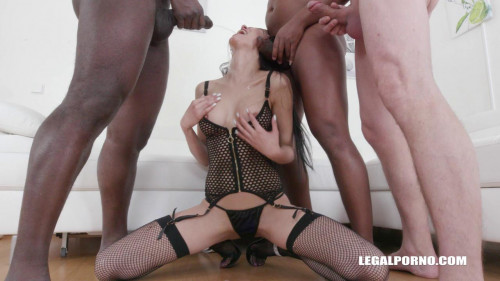 Francys Belle is back to enjoy pissing & double anal