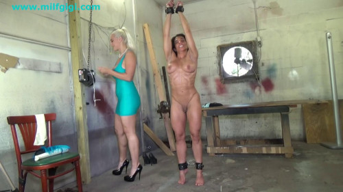 Muscular woman & bombshell blonde-stretched for erotic play
