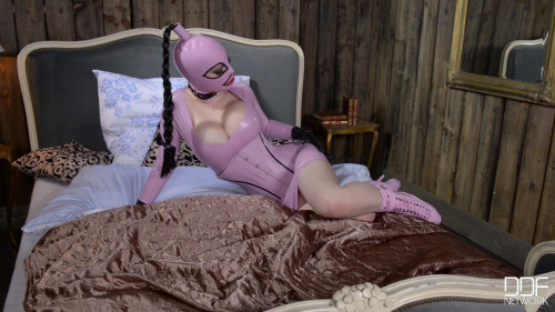 Dangerous Heels - Mistress Latex Lucy - Full HD 1080p BDSM Latex