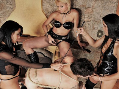 Trio Session of Pleasure and Pain Shemale