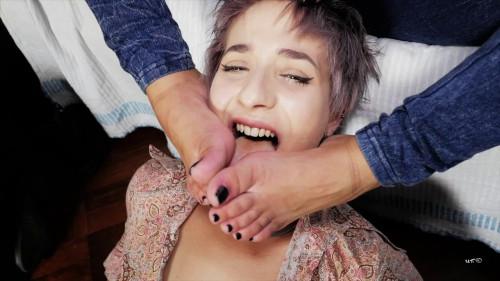 Foxy Sanie, Alice Pagani - Lick my feet wench