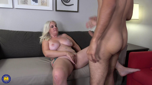 American curvy cougar doing her toyboy