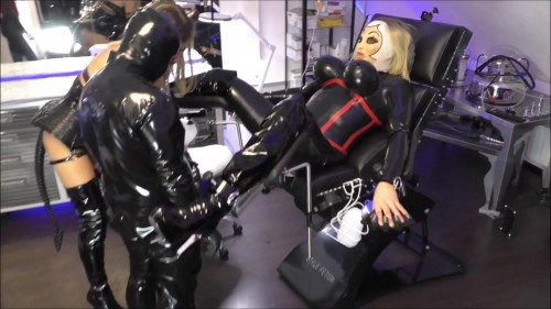 Mistress Jennifer Carter Clip Store - GanBang Party with Rubberdoll!