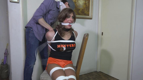 Paige Andrews Hooters Gurl