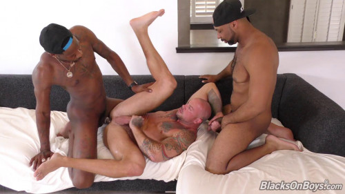 Blacks on Boys - Sean Duran, Deepdicc and Ray Diesel 720p