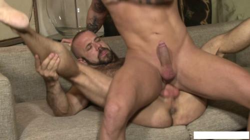 Jay Moore, Felipe Ferro
