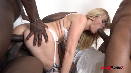 Hot milf Klara in interracial 4on1 gangbang with double anal