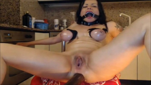 Slut and fisting on webcam!