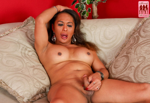 Busty lea strokes for you! Transsexual