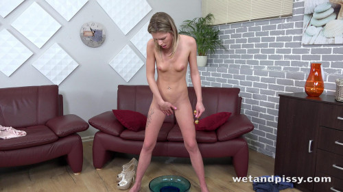Claudia Macc - SO MANY STREAMS Peeing