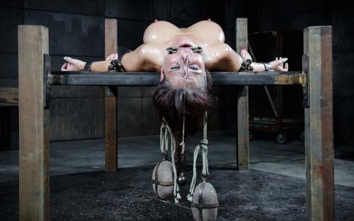Syren De Mer - mASSive BDSM