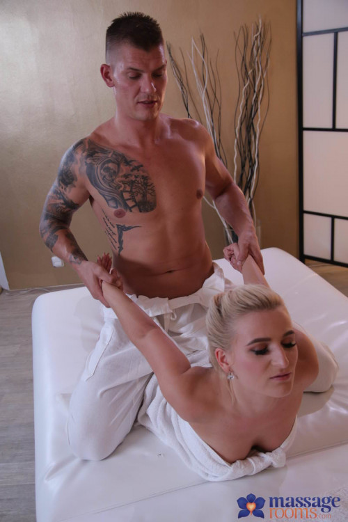 Sandra Bell - Multiple squirting for Czech blonde FullHD 1080p HD Clips