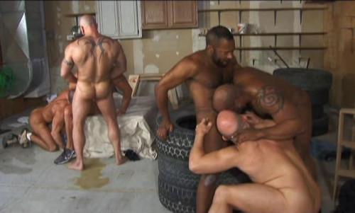 Muscle Bear Sluts In Interracial Gangbang
