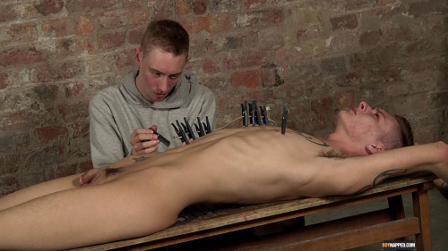 Ashton Gets Kinky With Pegs (Ashton Bradley, Connor Levi) 1080p