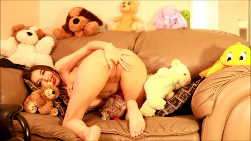 Chloe night sweet girl stripping and squirting