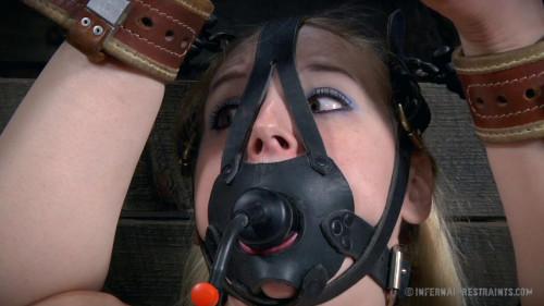 Delirious Hunter Hot Poke Her BDSM