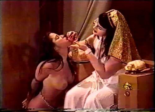 CloseUp-Cleopatras Slavegirl