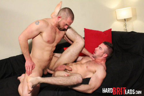 Adam Herst & Scott Hunter  – Big Muscle Lads Work Up A Sweat!