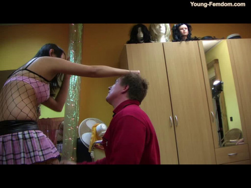Young-femdom - Trouble at the hairdresser
