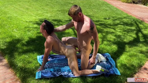 Johnny Ford & Isaac Parker Flip–Flop Fuck 720p