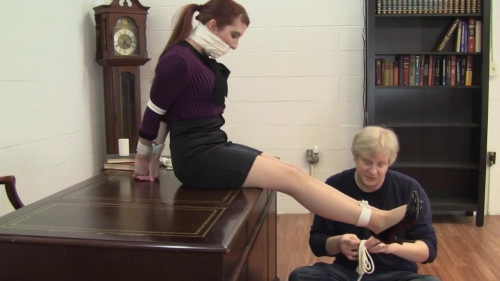 Gianna Love - Bound animal play the Bosss Whim