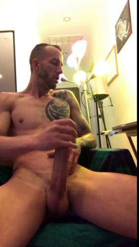 KUMG - Kriss wanking his very huge dick during a webcam session