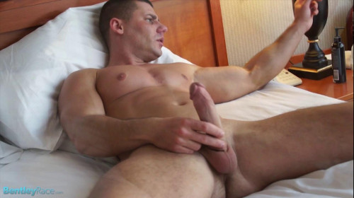 BR - David Sweet's hot jacking show on my bed