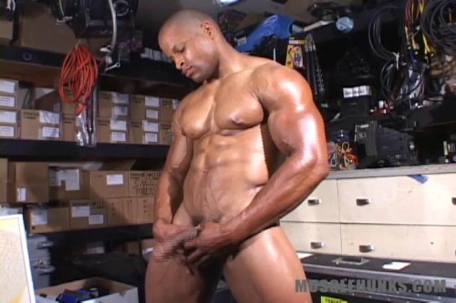 MuscleHunks – Doug Towers – Hung Black Muscle